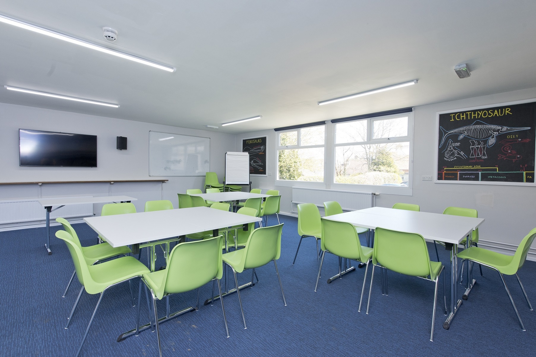YHA Swanage - hostel classroom