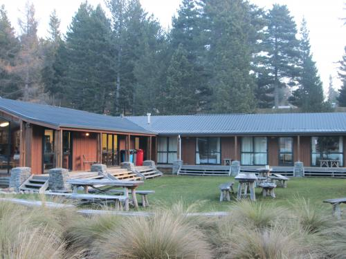 lakefront-lodge-backpackers