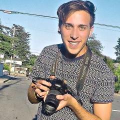 Daniel Lyra holding a camera