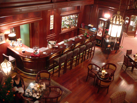 Hostel bar and restaurant wikiphoto