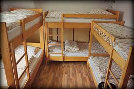 bunk-bed-hostel-dorm-room
