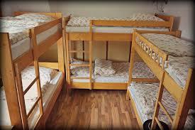 bunk-bed-hostel-dorm-room
